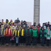 Вожатые барнаульских лагерей 23 февраля возложили цветы к Мемориалу Славы